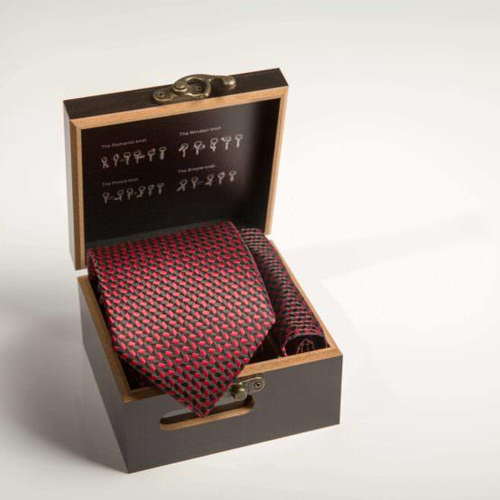 Галстук бордовый с платком в коробке