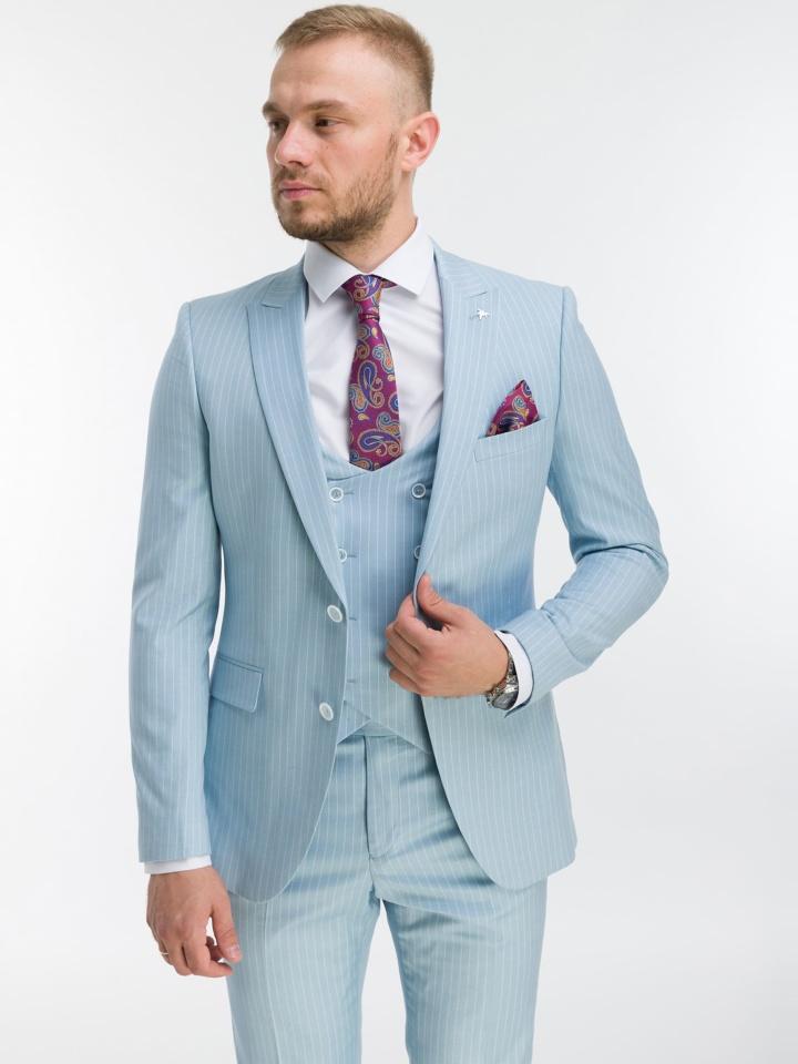 Светло-голубой костюм-тройка в полоску