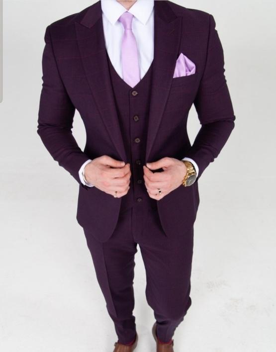 Фиолетовый костюм-тройка в клетку